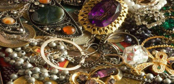"""The Benefits of Selling to a Pawn Shop Advertising, """"We Buy Gold in Glendale AZ"""