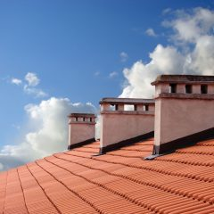 Why You Need a Des Moines Roofing Contractor if Your Gutters Are Clogged