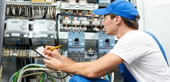 Signs That Indicate You Need a Residential Electrician in Des Moines. IA
